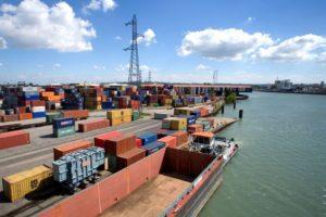 Terminal conteneur du Port Edouard Herriot a Lyon  Rhone (69) - France