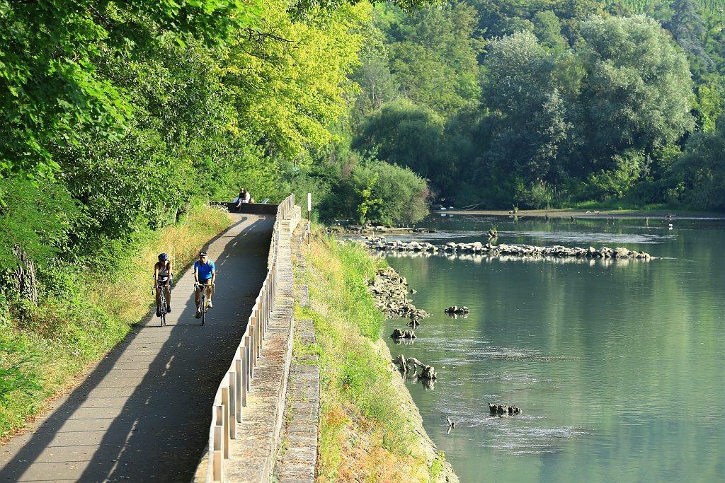 France, Rhone (69), Tupin et Semons, la Via Rhona en amont de Condrieu