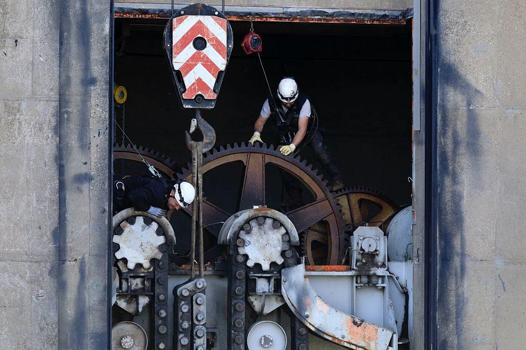 France, Rhone (69), Pierre Benite, Barrage de Pierre Benite sur Le Rhone, maintenance sur le barrage