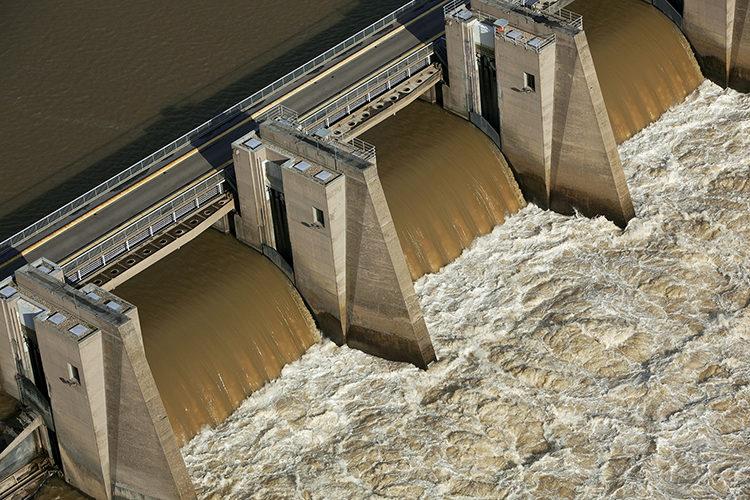 Vue aerienne, barrage de retenue avec petite centrale hydroelectrique sur le Rhone de Pierre Benite, Lyon, Rhone (69), France