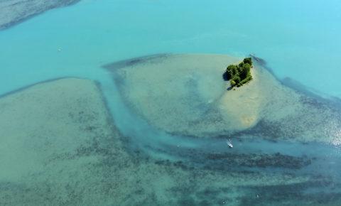 France, Ain (01), Serrieres de Briord, base de loisirs de Point Vert sur Le Rhone (vue aerienne)